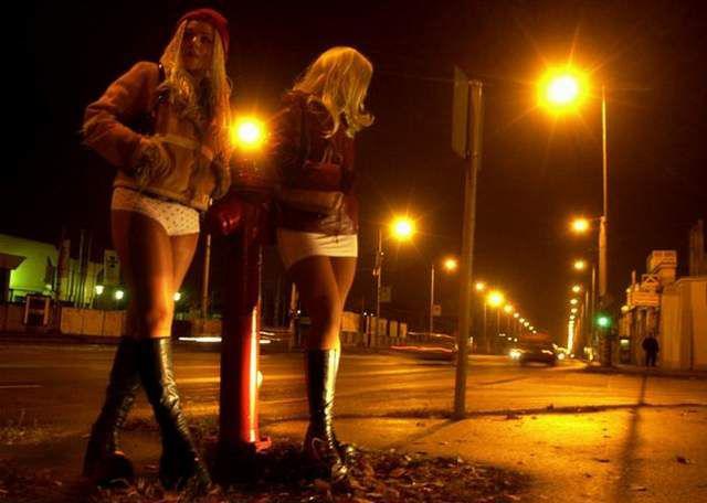 Проститутки где стоят фото 455-449